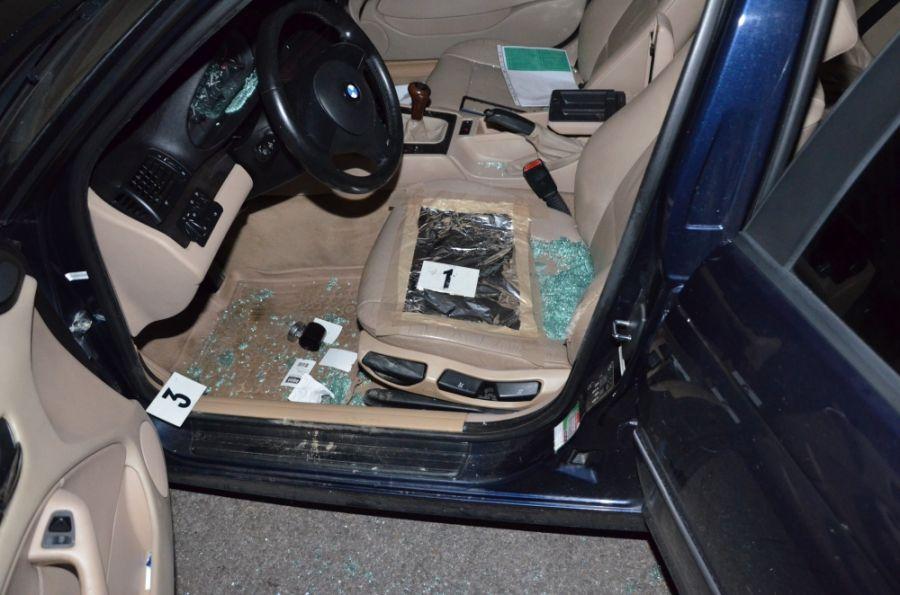 Polícia zadržala dve osoby, ktoré sa vlámali do troch osobných áut, foto 2