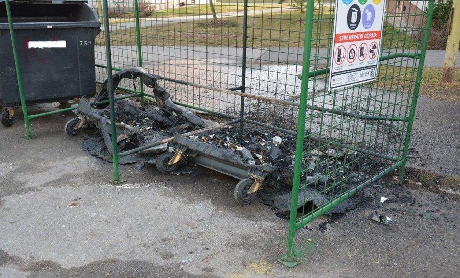 Košičan zapálil 23 plastových kontajnerov na odpad, foto 3