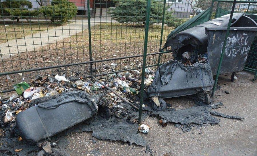 Košičan zapálil 23 plastových kontajnerov na odpad, foto 2