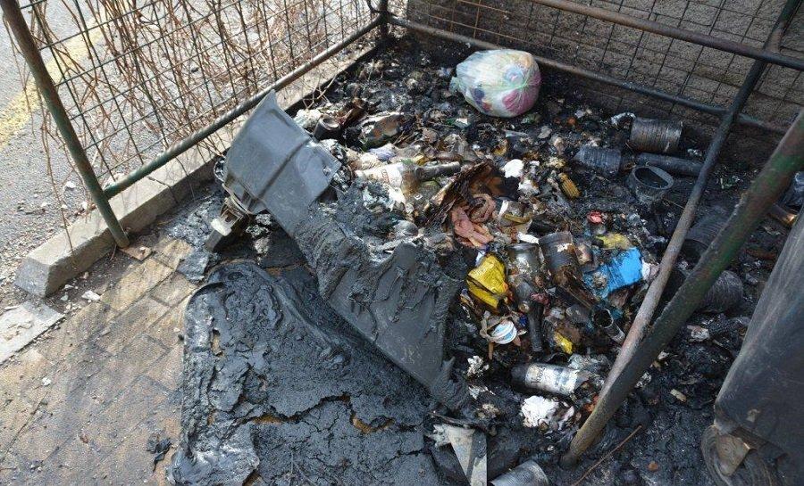Košičan zapálil 23 plastových kontajnerov na odpad, foto 1