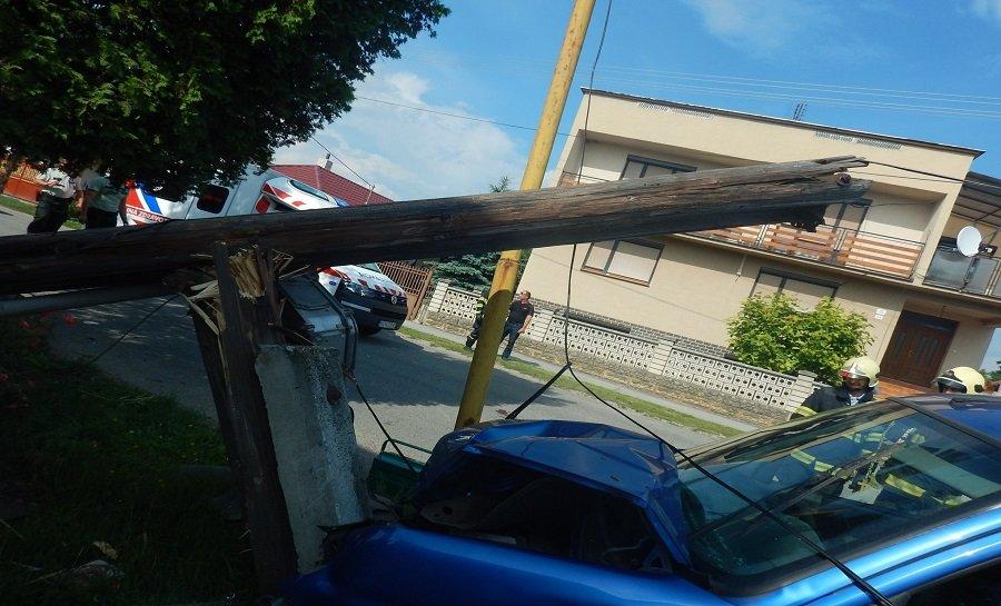Dopravná nehoda 8. júna 2018 v obci Mokrance, foto 1