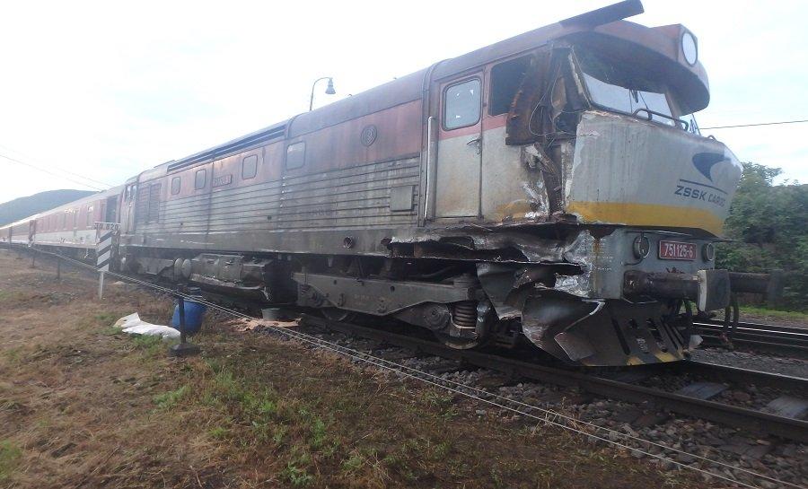 Zrážka vlaku a rušňa Plešivec, foto 1