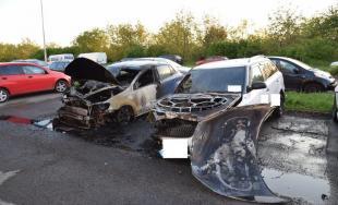 Úmyselne podpálené autá